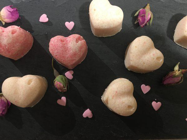Badepralinen Herzform rosa und weiß