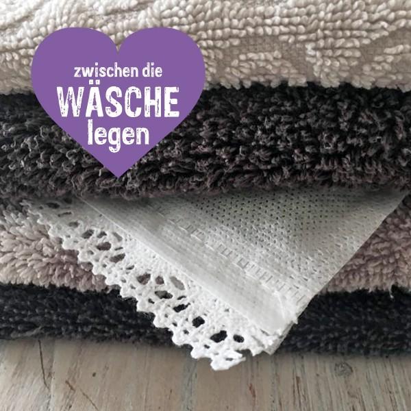 Lavendelsäckchen zwischen die Wäsche legen